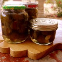 Preserved figs in syrup