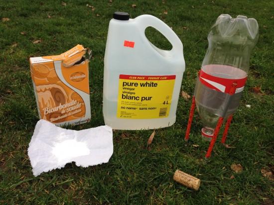 DIY rockets for kids - Baking soda and vinegar DIY rocket