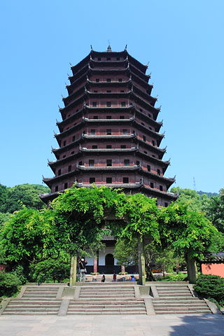 Lighthouse Hikes around the World - Liuhe Pagoda