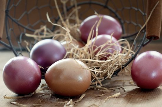 Easter eggs natural dyes