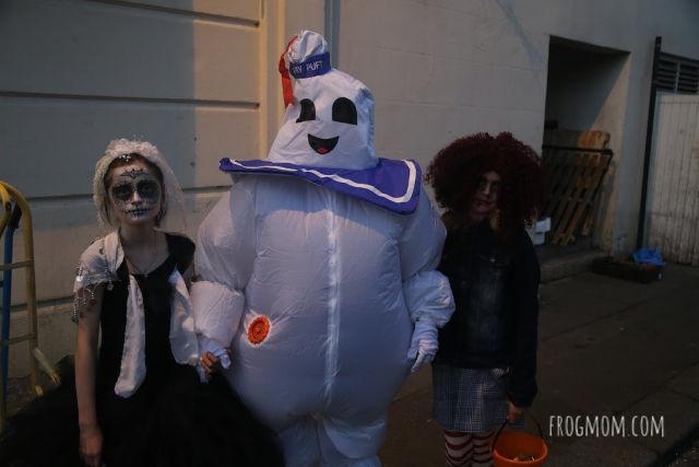 Halloween in London - Family in costume in Belgravia