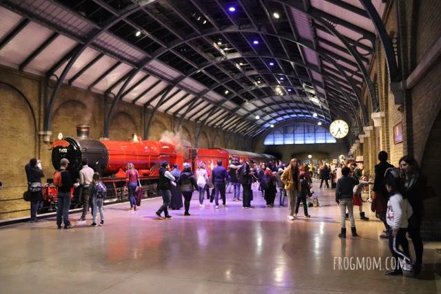 Platform 9 and 3/4 - Harry POtter studios